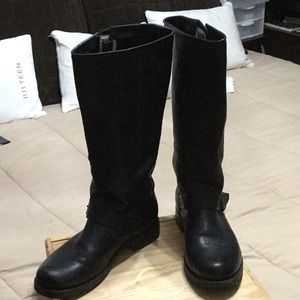 Fry boots.